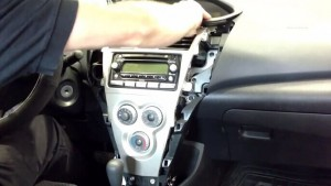 2006-2010 TOYOTA Terios Radio installation step 2