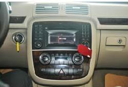 2006-2013 Mercedes Benz R Class W251 radio  installation step 1
