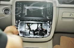 2006-2013 Mercedes Benz R Class W251 radio installation step 3