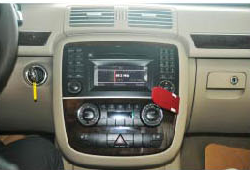 2005-2012 Mercedes Benz GL Class X164 head unit installation step 1