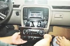 2005-2012 Mercedes Benz GL Class X164 head unit installation step 2