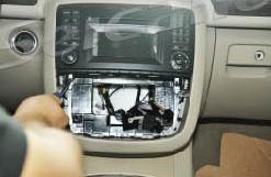 2005-2012 Mercedes Benz GL Class X164 head unit installation step 3