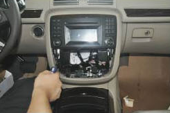 2005-2012 Mercedes Benz GL Class X164 head unit installation step 5