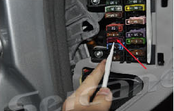 2004-2011 Mercedes-Benz CLS-W219 car stereo installation step 7