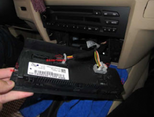 3-1.Unplug the air-conditioning assembly. Then unscrew the CD player and pull the CD player out.